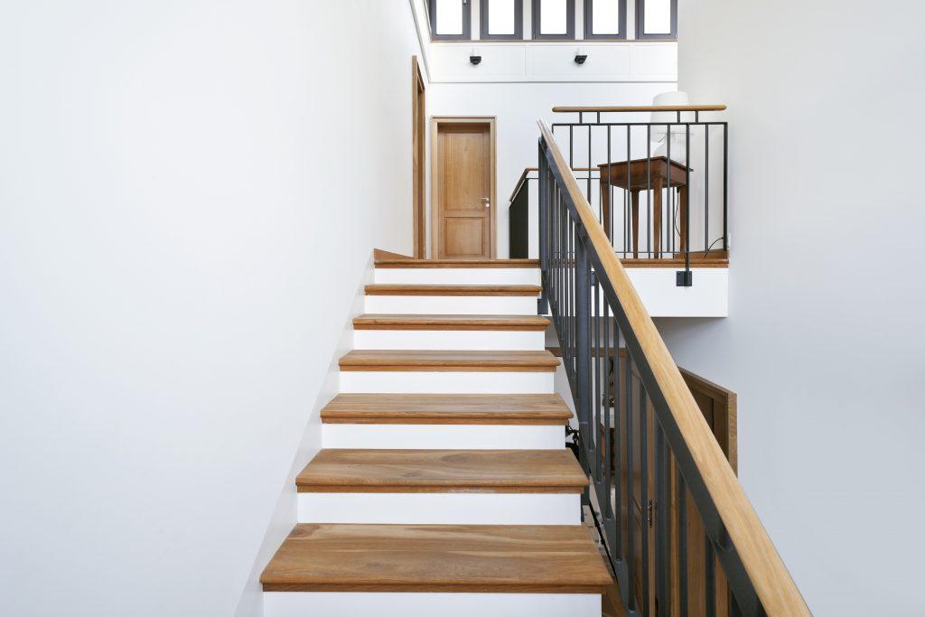 מדרגות עץ אורן